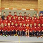 Komplette Jugendabteilung des SC Viktoria Lavelsloh neu eingekleidet.